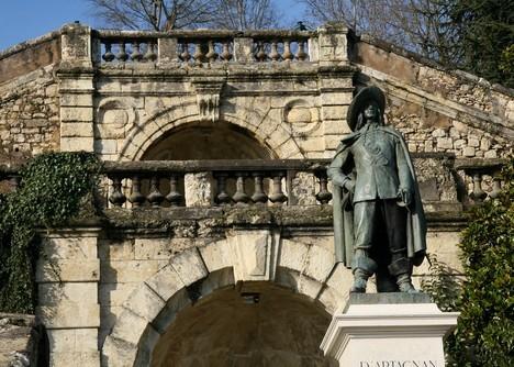 44693_auch_auch_la_statue_de_d__artagnan